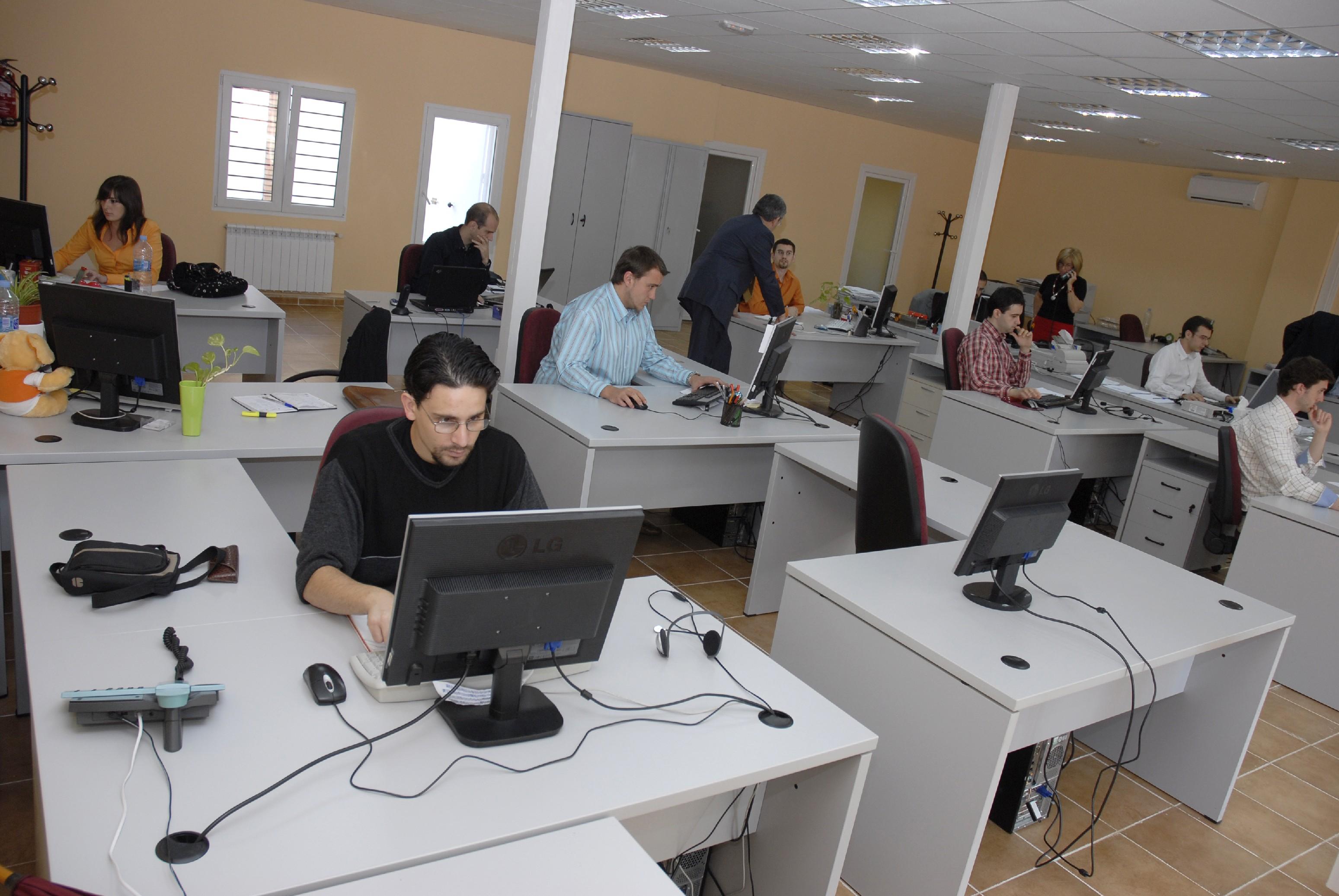 En la pyme espa ola se abusa del papel muypymes for Computadoras para oficina
