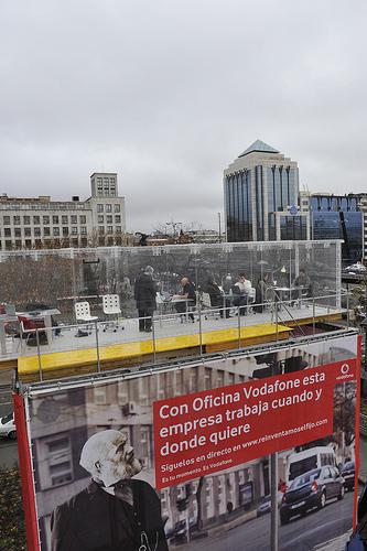 Vodafone presenta una oficina anclada al cielo muypymes for Oficina vodafone empresas