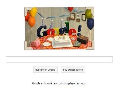 Google celebra su 13 cumpleaños con una tarta y muchos globos
