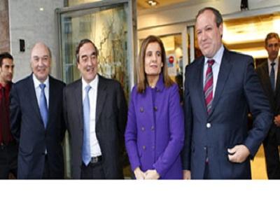 La ministra de Empleo celebra su primera reunión con la CEOE y CEPYME