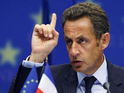 El gobierno de Sarkozy quiere cortar salarios para garantizar empleos,