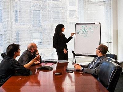 Los directivos pasan de promedio un 70% de su tiempo en reuniones