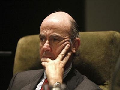 El ministro de Economía presentará hoy la reforma financiera
