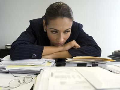 La crisis lleva a seis de cada diez españoles a pasar más horas en su puesto de trabajo