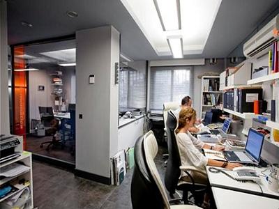 El 64% de los trabajadores reconoce ver vídeos mientras trabaja