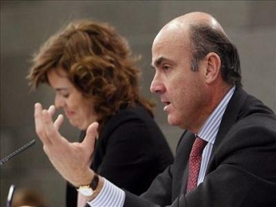 El Gobierno creará controles de salida para evitar cobrar el paro desde el extranjero