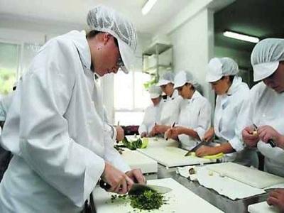 Cuatro de cada diez ofertas de empleo se dirigen a profesionales titulados en FP