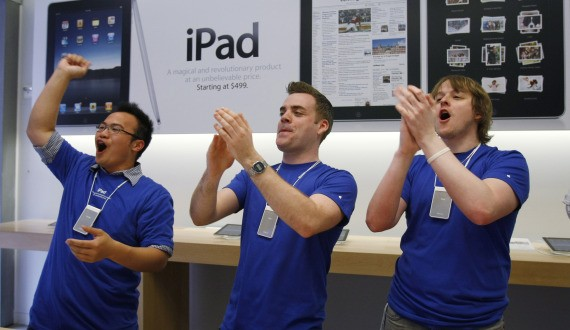 apple_store_worker