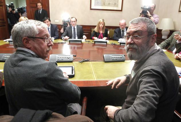 Los sindicatos piden una reunión con Empleo para negociar sobre los 400 euros