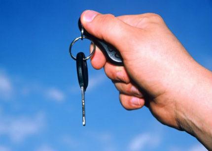 Alquilar el coche, el nuevo método de los españoles para paliar la crisis