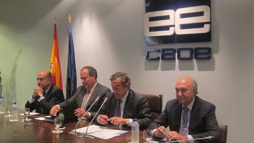 """La CEOE quiere un """"plan detallado"""" para reducir empleados públicos"""