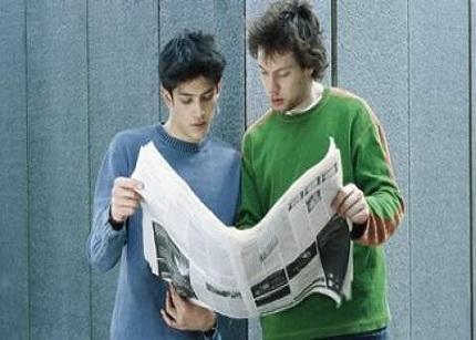 El 46% de los menores de 25 años cobran entre 687 y 1.008 euros al mes