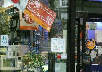 Las ventas minoristas caen un mes más
