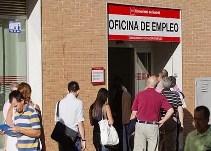 La CE pide a los Gobiernos que tomen medidas para dar empleo a los jóvenes