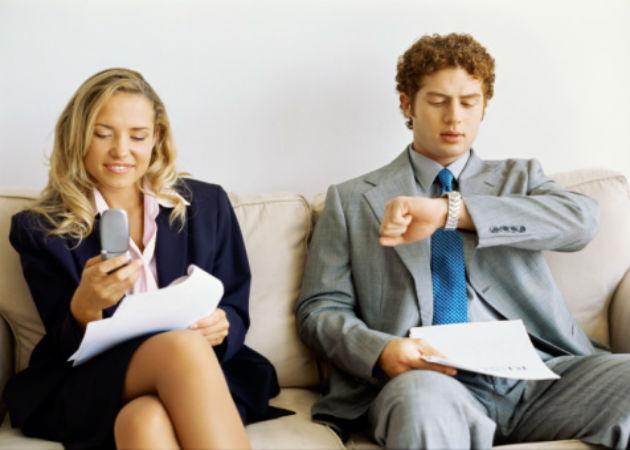 Las mujeres de entre 22 y 28 años con estudios superiores, perfil del demandante de un primer empleo