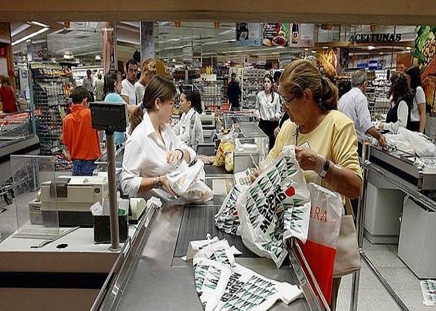 Los empleados de grandes almacenes verán congelado su sueldo hasta el año 2016