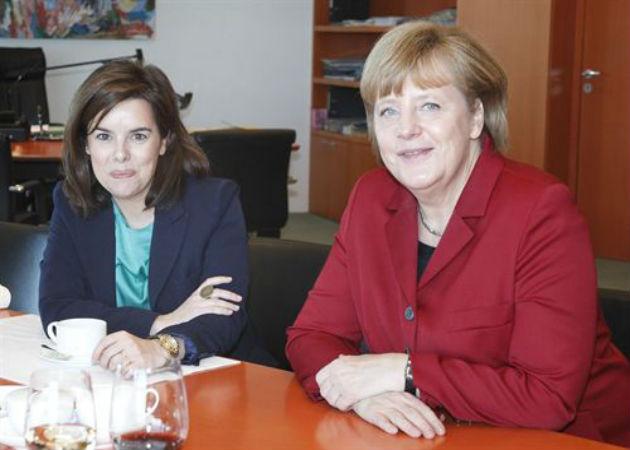 Merkel le ofrece su ayuda a Santamaría para frenar el paro juvenil