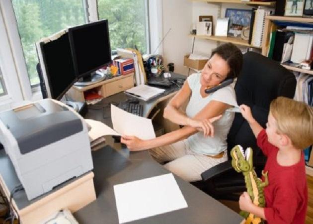 Las mujeres apuestan por el teletrabajo para compatibilizar su vida familiar con la laboral