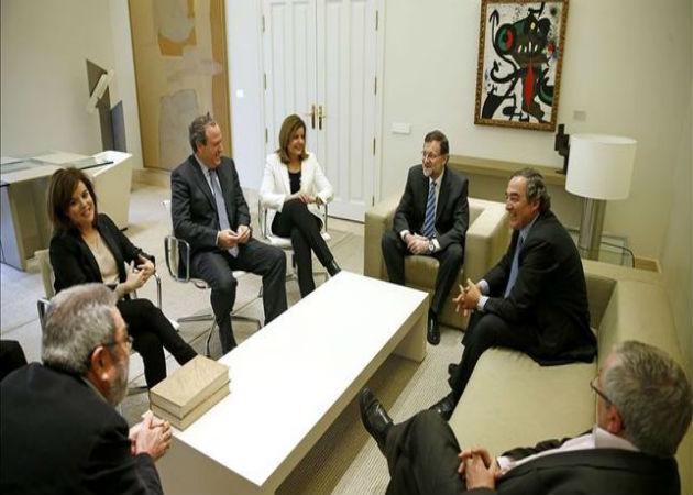 Rajoy se reúne hoy con los sindicatos y la patronal