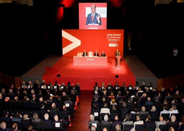 El Santander invertirá 18 millones de euros en 10.000 becas de prácticas en pymes para universitarios