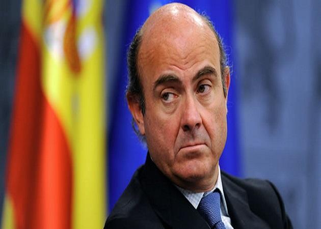 De Guindos asegura que la tasa de paro quedará en 2013 por debajo del 27,1%