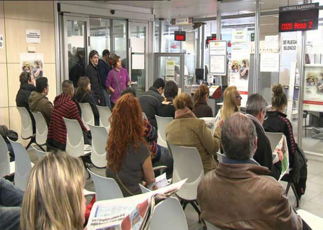 Uno de cada dos desempleados en España lleva más de un año en paro