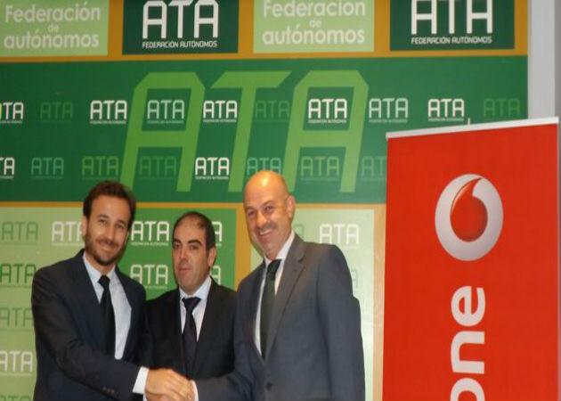 ATA y Vodafone firman un acuerdo de colaboración comercial