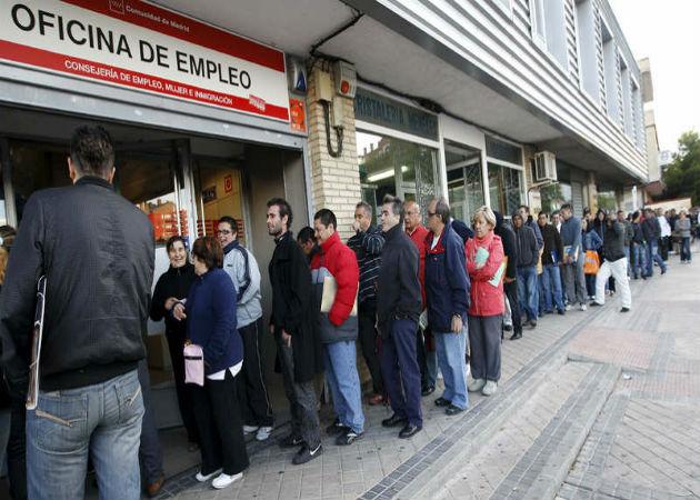 Seis de cada diez parados busca empleo desde hace más de un año