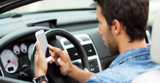 Cuatro millones de conductores usan WhatsApp mientras van al volante