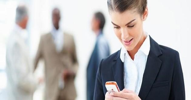 El uso del teléfono personal en horas de trabajo aumenta la productividad