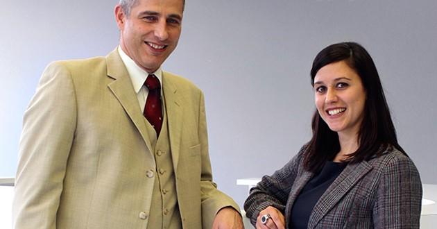 Axel Schmidt, director de Relaciones Públicas de TeamViewer, Vicki Molitor, responsable de ventas de TeamViewer.