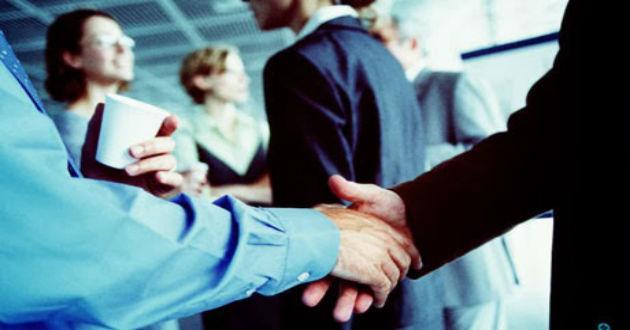 Cómo comenzar una conversación con extraños en un evento de networking