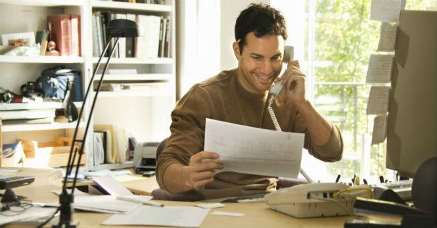 Equipar un espacio profesional en casa cuesta el salario de un mes