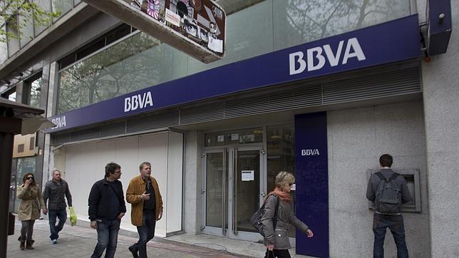El bbva aplaza su decisi n de cobrar dos euros en los - Horario oficinas bbva madrid ...
