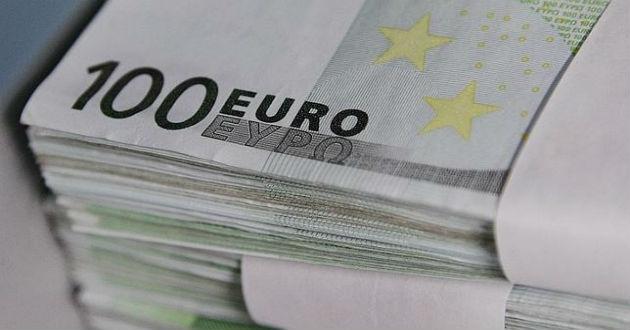 El número de billetes de 100 euros en circulación bajo mínimos en octubre