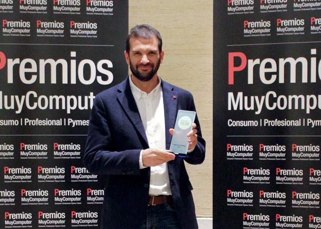 Recoge el premio Andrés Saborido,Director de Wayra España