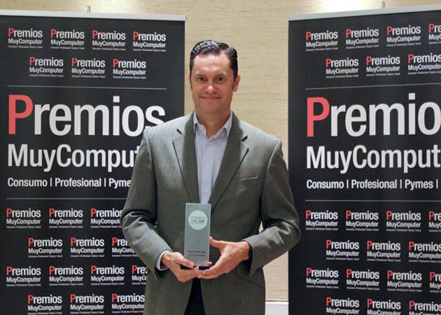 Recoge el premio Elías Fullana, Director General de Marketing de LG