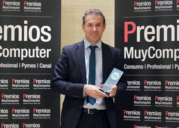 Recoge el premio Óscar Jiménez, EBG Manager Iberia de Lenovo
