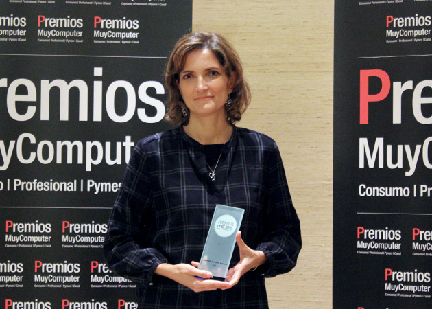 Recoge el premio Beatriz Ordoñez, Directora de Marketing de Canal de Dell España