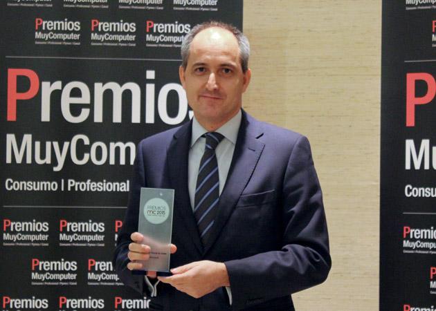 Recoge el premio Rafael Sanz, Director de la División de Empresas y Partners de Microsoft Ibérica