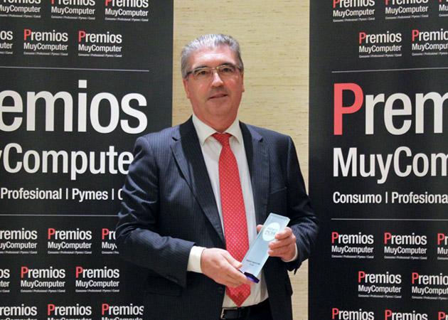 Recoge el premio Adrián Navalón, Director de Marketing y Relaciones Institucionales