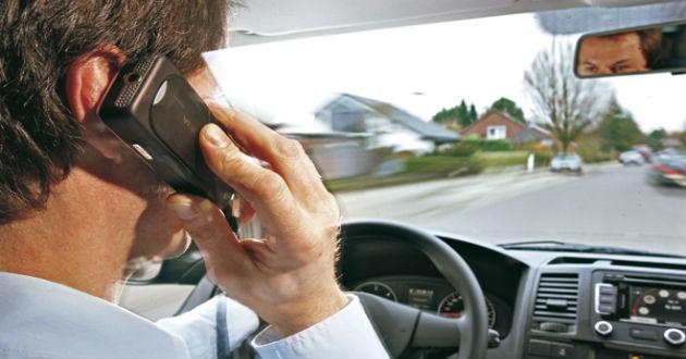 Utilizar el panel táctil del coche, una de las distracciones más peligrosas al volante