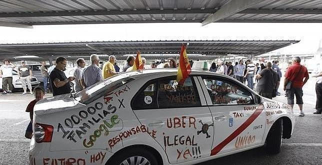 Los taxistas celebran hoy un nuevo paro contra Uber y Cabify