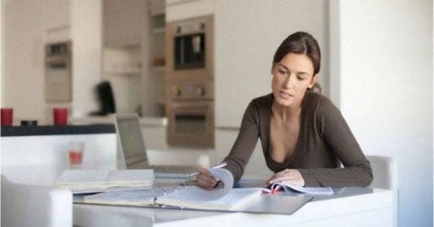 Más de la mitad de trabajadoras españolas se llevan trabajo a casa