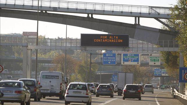 Panel-avisos-contaminacion-Madrid_EDIIMA20151113_0583_24