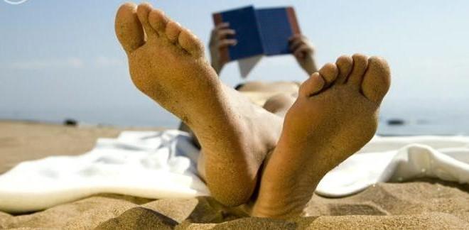 Leer en verano: cinco libros imprescindibles para disfrutar y pasar de todo