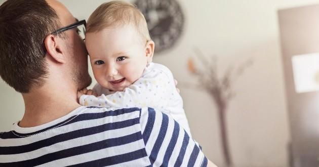 La UE propone un permiso de paternidad intransferible de cuatro meses