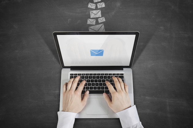 vigilar correos de empresa