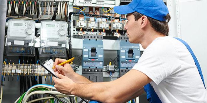 Electricista y fontanero han sido las profesiones más demandadas en Internet, durante 2019