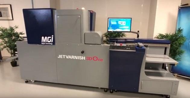Konica Minolta presenta MGI JETVARNISH 3D One, un sistema digital con acabado en UV